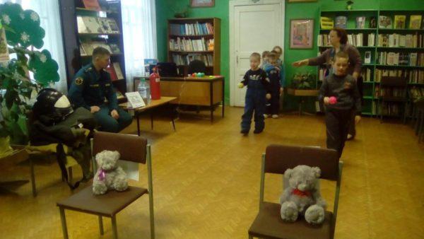 Воспитанникам детского сада № 5 рассказали о правилах поведения при пожаре