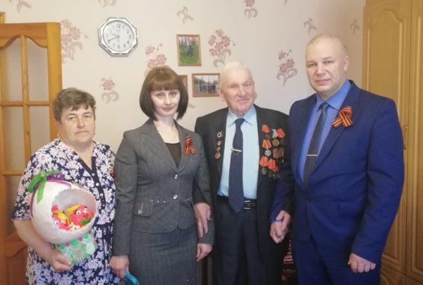 Константин Паскин вручил памятные подарки участникам Великой Отечественной войны