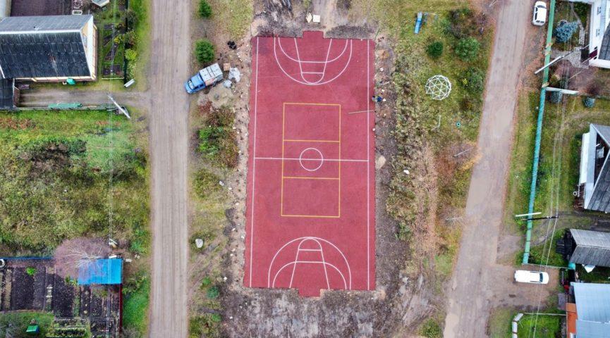 В микрорайоне Южный проводятся работы по установке универсальной спортивной площадки